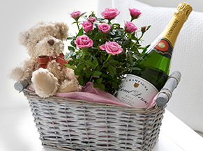 Catalog1_0064_Roses_Champagne_Teddy_bear_Wicker_basket_Pink_538927_3720x3000