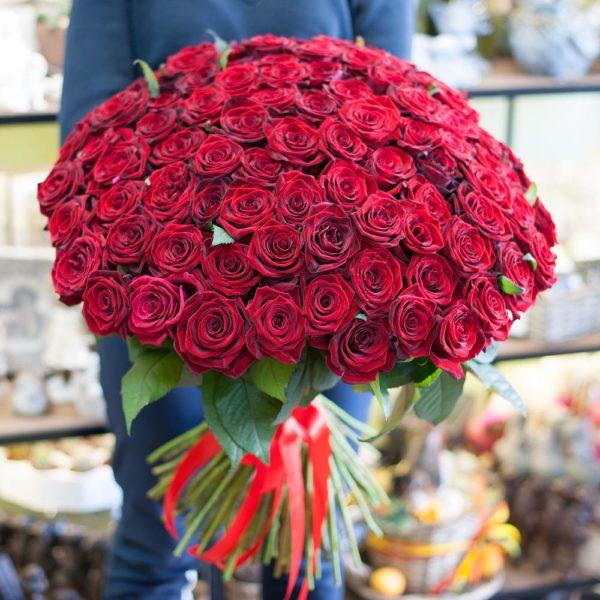 букет из красной российской розы